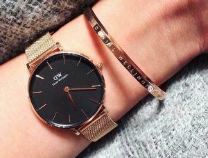 Tại sao phụ nữ thường đeo đồng hồ quay mặt vào trong?